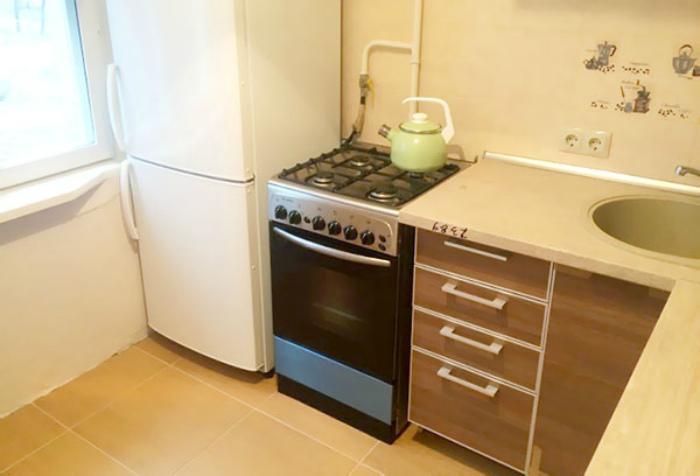 Можно ли ставить холодильник рядом с мойкой, окном, печкой, плитой