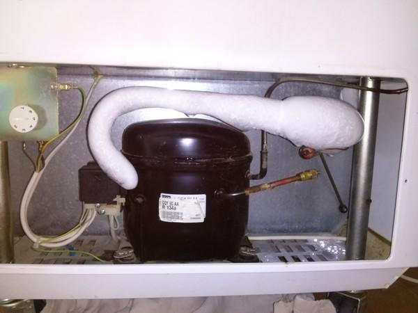 Почему обмерзает трубка компрессора на холодильнике